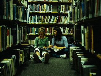 Studentky v knihovn�