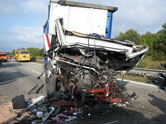 Nehoda kamionu na D8