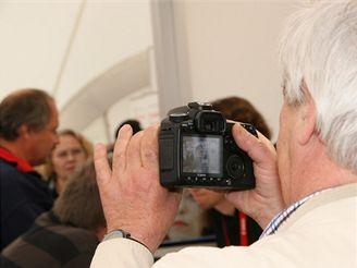 Jak se fotí zrcadlovkou? (IFA 2007)