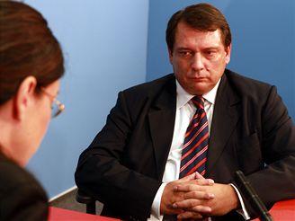 Jiří Paroubek na otázky mířící do jeho soukromí odpovídal velmi neochotně.