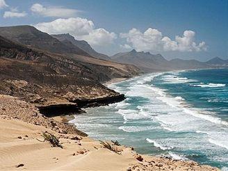 El Jable - chráněná přírodní oblast s pouštními dunami, Fuerteventura - kanárské ostrovy