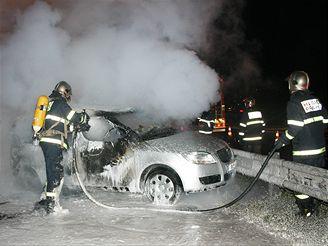 požár reklamních aut na dálnici D1 v Praze, 10. září