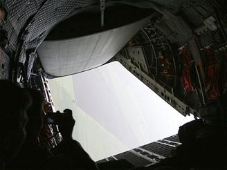 C27J - pohled z nákladního prostoru v zatáčce