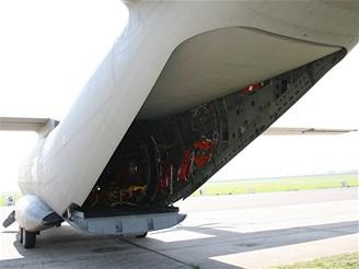 C27J - pohled do nákladního prostoru zvenku