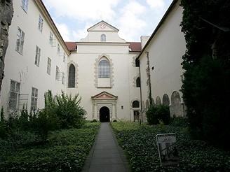 Velkopřevorský palác v Praze