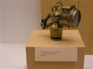 Plynová lampička s vyvíječem acetylenu na jízdní kolo
