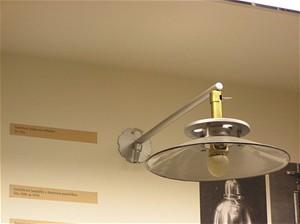 Nástěnná lampa pro osvětlení domácnosti z 30. let