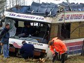 Patrový autobus po nehodě u Nažidel