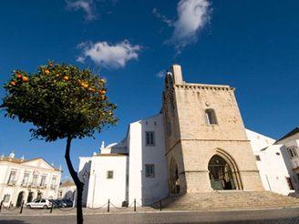 náměstí Largo da Sé, hlavní město Faro, Algarve, Portugalsko