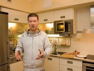 Jak bydlí Tomio Okamura