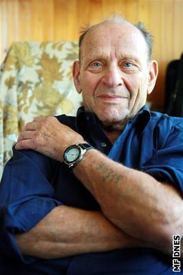 """""""Vymyslel jsem si, že mám za sebou dva semestry na medicíně,"""" říká Artur Radvanský, vězeň, který přežil Osvětim"""