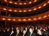 Pohřeb Josefa Vinkláře - zaplněné Národní divadlo