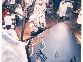 Nástup kosmonautů do Apolla 1