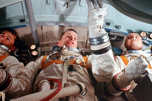Posádka Apolla 1 : Edward White (zleva), Roger Chaffee, Gus Grissom