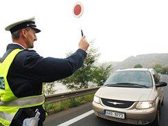 Policie reguluje dopravní zácpu mezi Ústím nad Labem a Lovosicemi
