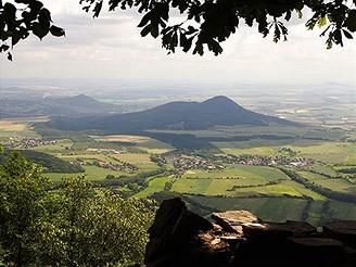 Pohled z Milešovky na jihovýchod
