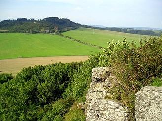 Pohled ze skal na Krasíkově směrem na Ovčí vrch