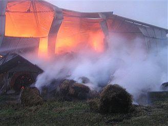 požád seníku v Petrůvkách na Zlínsku (27.10.2007)