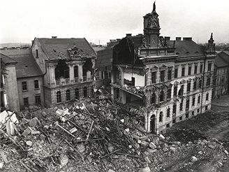 Demolice starého Mostu v roce 1977