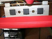 Zásuvky pro napájení přístrojů PTU lůžka v Airbusu A-319CJ