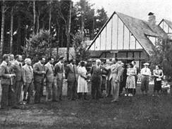 Klánovice, golfové hřiště, před klubovnou, 1938