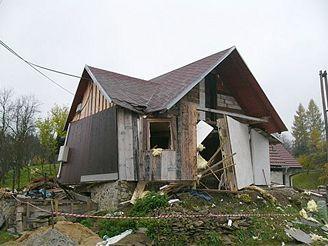 exploze chaty ve Zděchově na Vsetínsku (30.10. 2007)