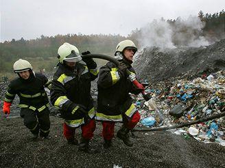 požár skládky v Zahájí u Hluboké nad Vltavou (2.11. 2007)