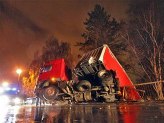 nehoda kamionu u Velkého Beranova (6.11.2007)