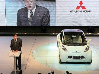 Prezident Mitsubishi Osamu Mashiko s konceptem i MiEV SPORT