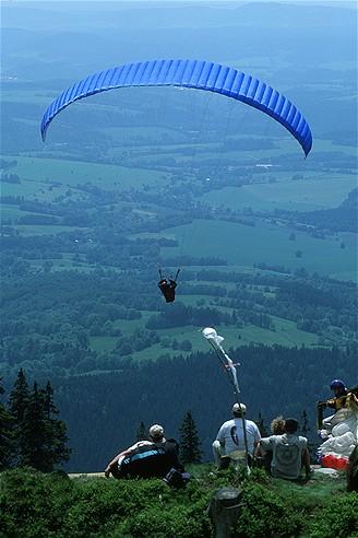 Krkonoše, Černá hora, start paraglidu