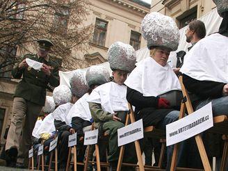 Greenpeace vymývali mozky před Úřadem vlády