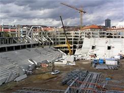 Stavba tribuny
