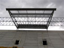 Konstrukce střechy nad východní tribunou