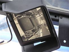 Pomocí kamer sleduje jeřábník důležitá zařízení