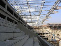 VIP tribuna, v pozadí sverozápadná roh stadionu