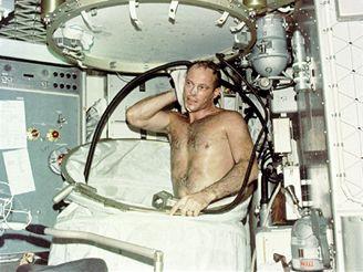 Astronaut Lousma končí se prchou