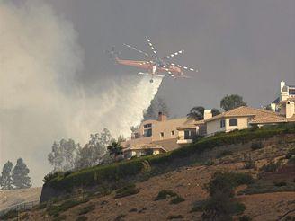 V jihokalifornském Malibu zuří požáry