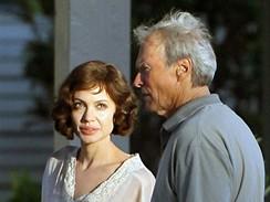 Natáčení filmu The Changeling - Angelina Jolie a Clint Eastwood