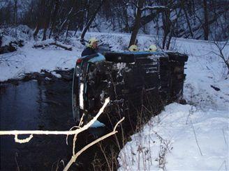 auta v potoce Čermná u Klokočůvek