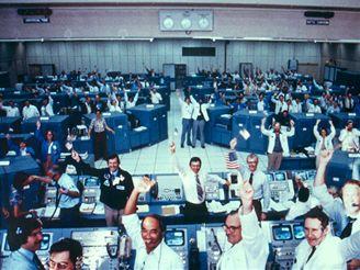 Řídící středisko startu na kosmodromu krátce po úspěšném vzletu Columbie