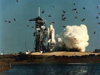 Columbia vzlétne k prvnímu zkušebnímu letu STS-1