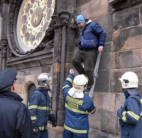 Výtržník na pražském orloji (5.11.2007)