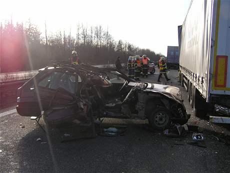 Nehoda dvou kamionů a auta na D5 u Mýta