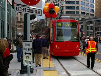 Inekon Group, �esk� tramvaje voz� lidi v Seattlu.