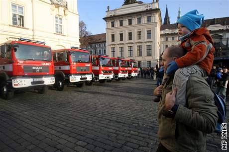 Hasiči na Hradčanském náměstí v Praze