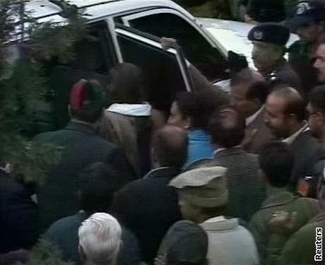 Auto Benázír Bhuttové po atentátu