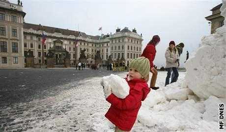 příprava sněhu pro běžecké závody na Pražském hradě
