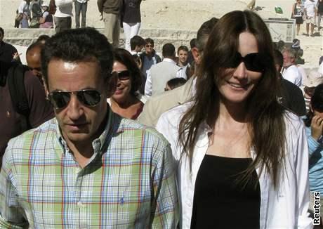 Francouzský prezident Nicolas Sarkozy s přítelkyní Carlou Bruniovou