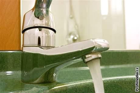 Koupelnu �ist�te jednou za �as protiplís�ovými prost�edky.