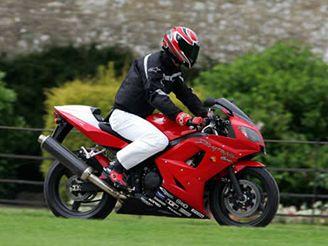 Princ William na motorce